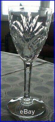 12 verres à vin, modèle Chantilly, cristal taillé Saint-Louis