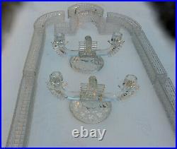1900 Centre de Table Chemin en Cristal Moulé de Baccarat Ou St Louis 14 Piéces