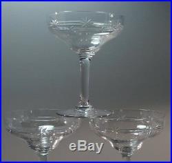 8 coupes à Champagne en Cristal Taillé Saint Louis Modèle Reims H 12cm