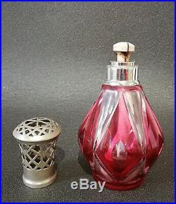 Ancienne Lampe Berger en cristal rouge dans le goût de Saint-Louis