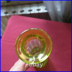 Carafe en cristal taillé de saint louis de couleur chartreuse modèle Massenet