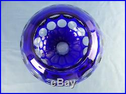 Cristal de SAINT-LOUIS grand vase boule overlay bleu doublé à facette, signé S/L