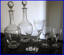 Elégant service gravé en cristal de Saint Louis Manon 2 carafes 32 verres