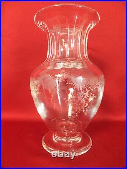 Grand Vase En Cristal Taillé De Saint Louis Avec Décor De Frise Florale Gravé