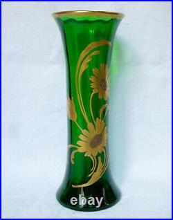 Paire de vases en CRISTAL DE SAINT LOUIS vert sapin, décor floral à l'or fin