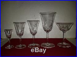 Partie de service de 47 verres + carafe + pichet en cristal St Louis