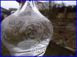 Rare 4 carafes en cristal de Saint Louis gravées de rinceaux et de fleur signée