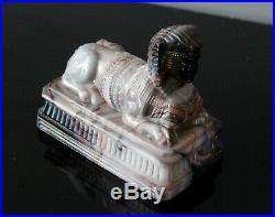 Rare presse papier en opaline marbré de la cristallerie de saint louis sphinx