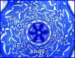 SUPERBE vase cristal Overlay bleu blanc, ciselé taillé de feuillage Saint Louis