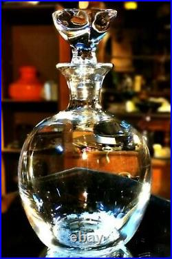Saint-Louis. Carafe à vin de forme ovoïde, en cristal clair. Modèle Isis