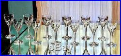 Saint-Louis. Douze verres à vin en cristal, modèle Bristol. Hauteur d'un, 14cm