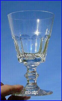 Saint Louis Service de 6 verres à vin blanc en cristal, modèle Caton. Signés