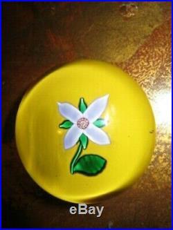 Saint Louis Sulfure Fleur Presse Papier Paperweight 1991 Flower
