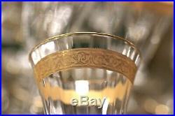 Saint Louis, série de 8 verres à vin cristal et or à décor gravé de rinceaux