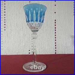 Verre roemer en cristal de saint louis tommy de couleur bleu clair signé H 19,6