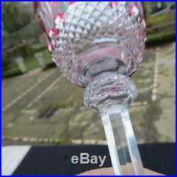 Verre roemer en cristal de saint louis tommy de couleur rouge signé H 19,6 cm